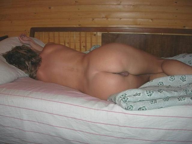 Обнаженные девахи очень крепко спят