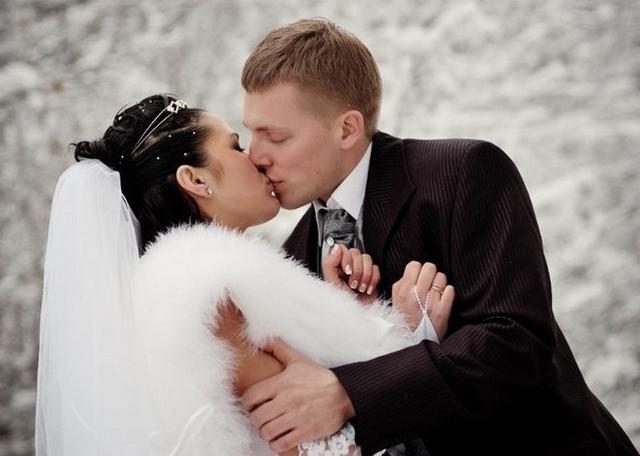 Перед свадьбой влюболенная пара позирует голышом