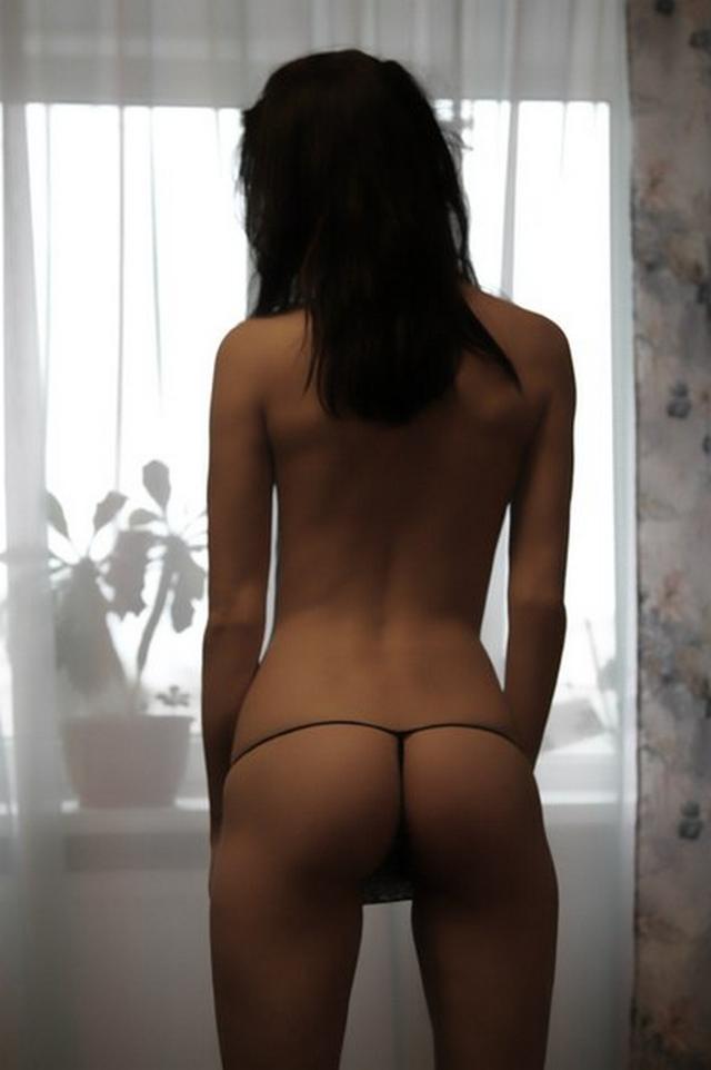 Стройная лапочка с темными половыми губами
