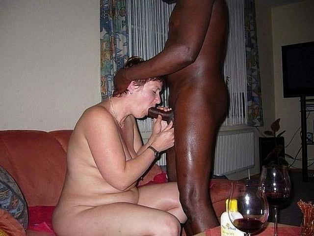 Белые дамы обрабатывают черные стволы