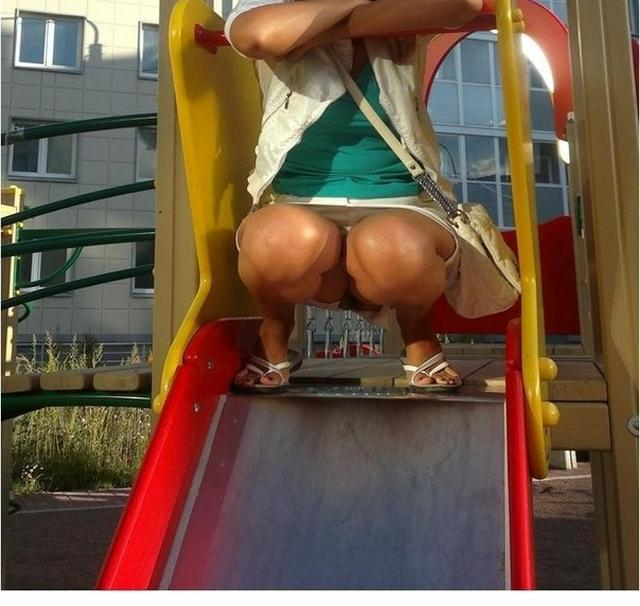 Под юбочками у девушек скрывается самое интересное