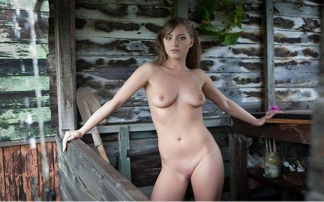 Деревенские девушки оголили прелести