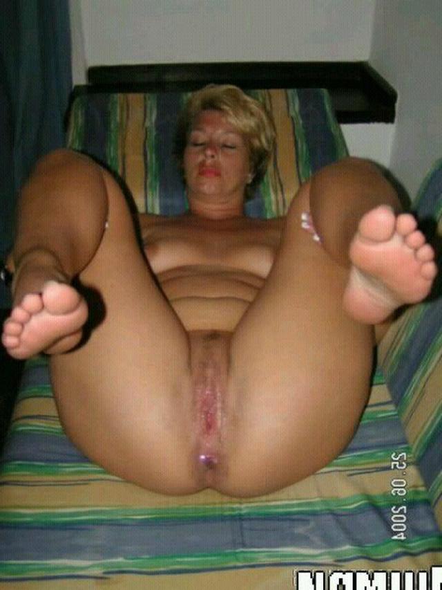 Раздвигают ноги и полностью готовы к сексу