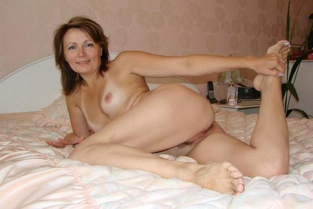 Мамашка устроила стриптиз перед любовником