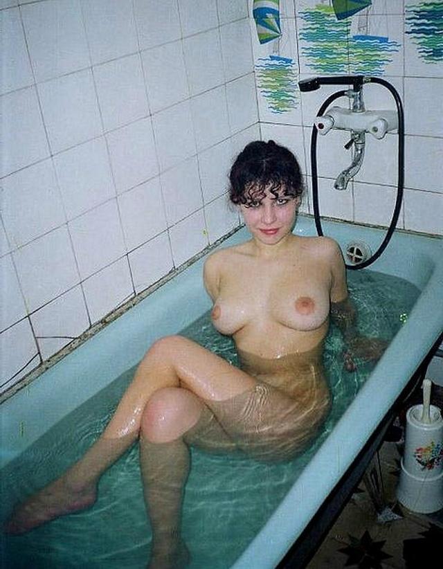 Молодухи разделись в ванной