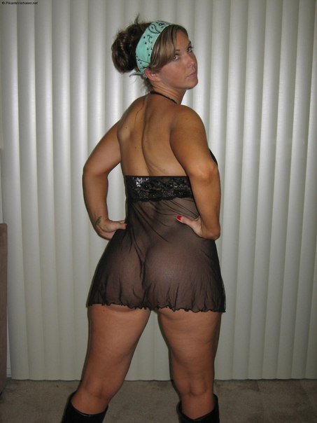 Хорошие задницы и киски красоток